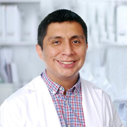 Dr. Christian José Prado Mendoza